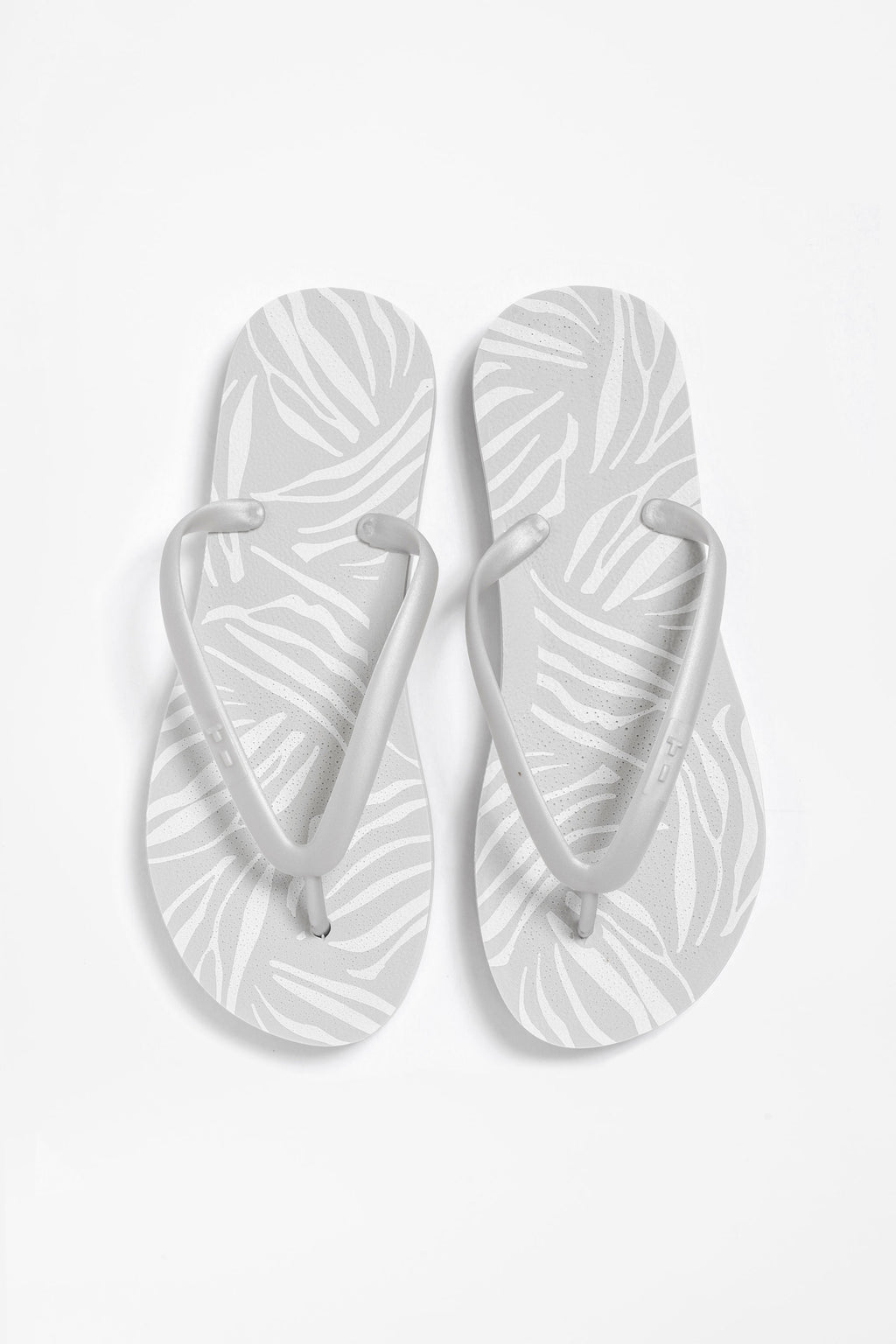 Light grey flip flops for women with silver strap