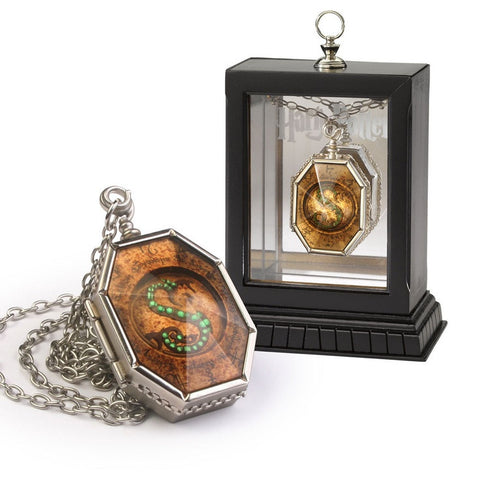 Harry Potter Horcrux Locket Prop Replica, Noble Collection, The Fandom Frenzy, Amazon.com