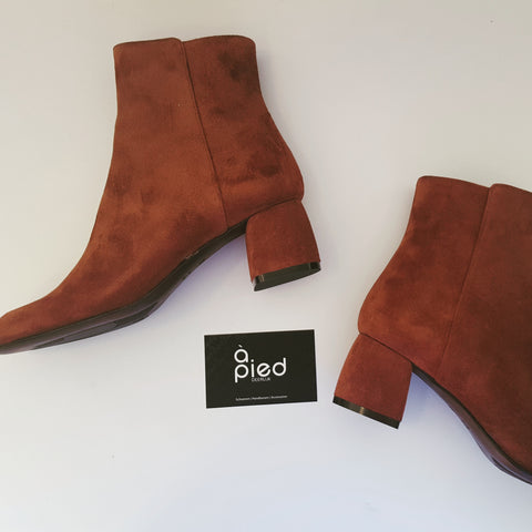AGL terracotta boot