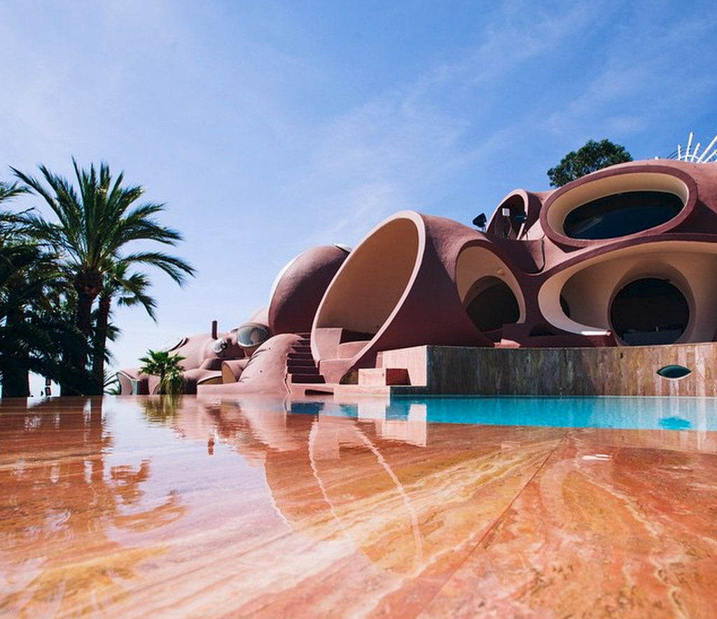 Le Palais Bulles by Antti Lovag-swimming pool