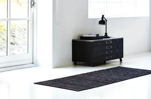 Tapis brun choco 100% cuir recyclé by Rugsolid-amb3-PARIDEO design contemporain durable