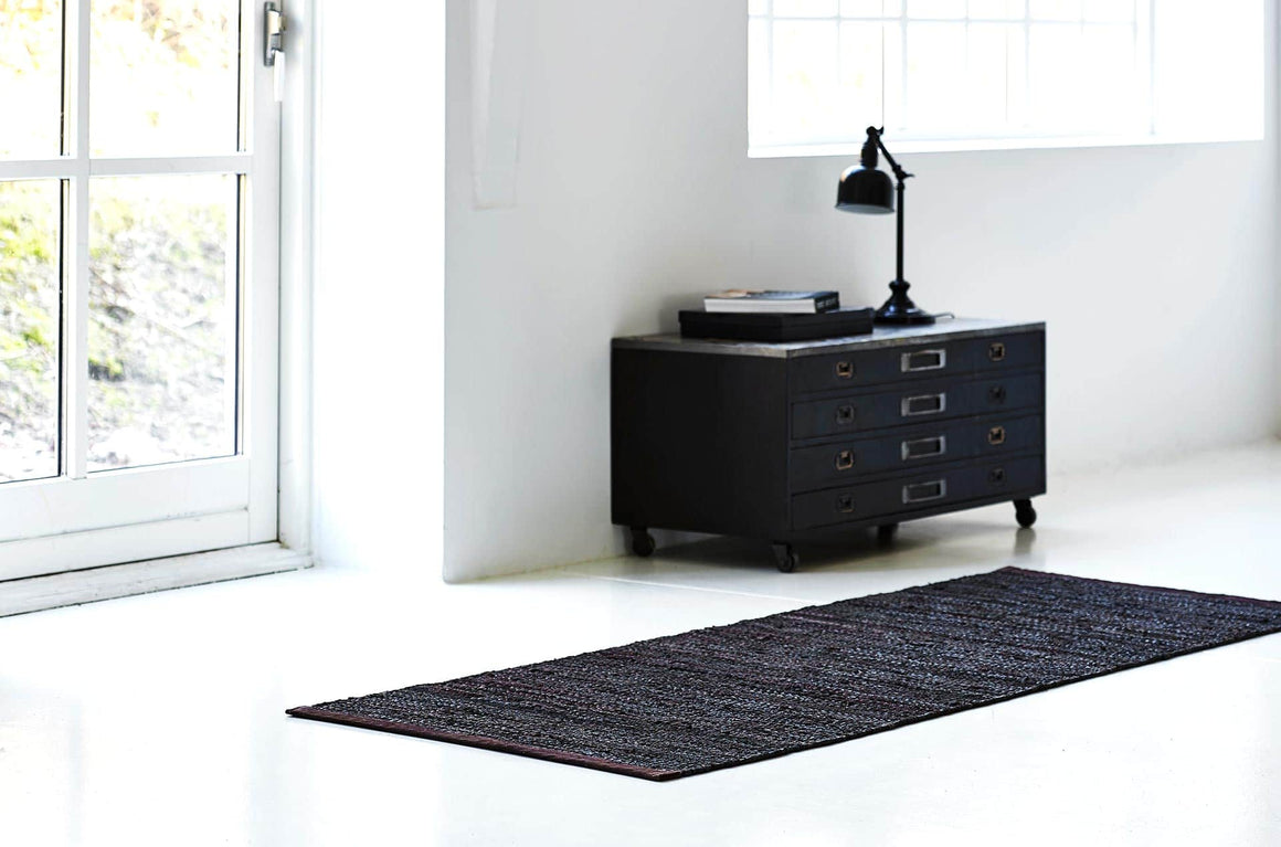 Tapis brun choco 100% cuir recyclé by Rugsolid-PARIDEO design contemporain durable