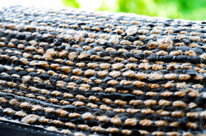 Tapis graphite 100% jute-cuir recyclé by Rugsolid-detail-PARIDEO design contemporain durable
