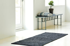 Tapis gris foncé 100% cuir recyclé by Rugsolid-amb0-PARIDEO design contemporain durable