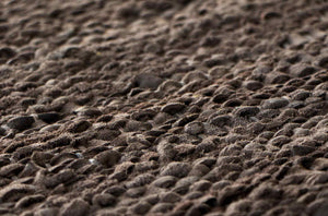 Tapis wood 100% cuir recyclé by Rugsolid-detail-PARIDEO design contemporain durable
