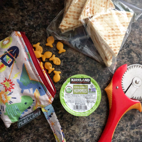 Reusable-snack-bag-with-goldfish-crackers-hummus-pita