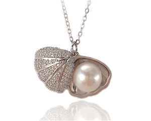 Pearl in a Silver Shell Necklace