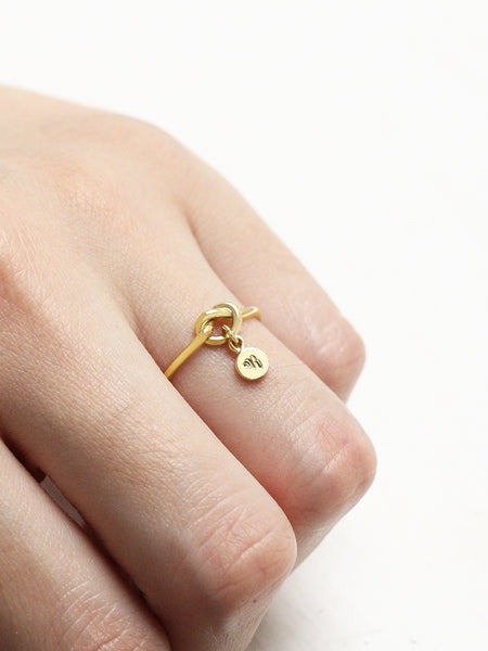 KNOTTED HEART Tiny Disc Ring 16.8k Yellow Gold Dip [ENGRAVABLE]