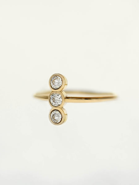 MOONLIGHT TRIO Zirconia Ring 16.8k Yellow Gold Dip