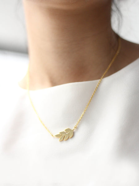 ÉTIENNE Leaf Necklace 16.8k Yellow Gold Dip