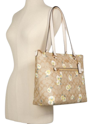 Coach Gallery Tote In Signature Canvas With Daisy Print