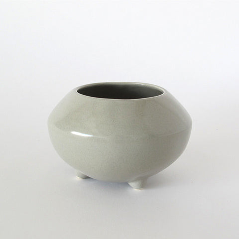 gidon bing small ceramic tripod pot | french green