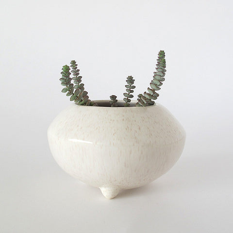 gidon bing small ceramic tripod pot | mottled cream