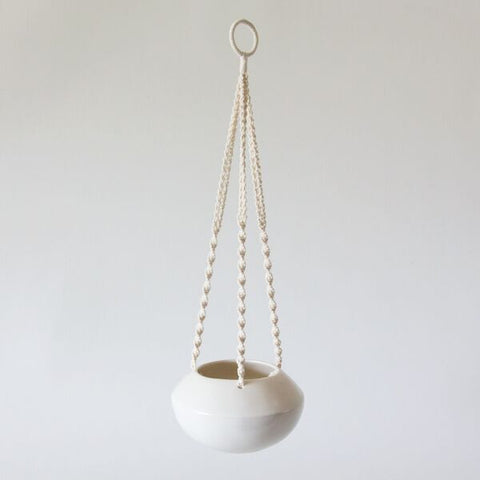 macramé plant hanger with gidon bing pot | almond white
