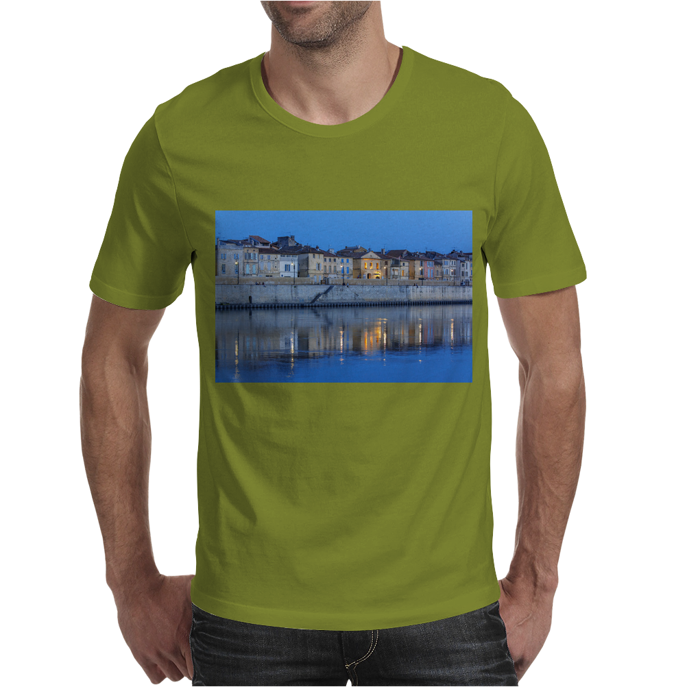 Arles France french city river Rhône blue hour evening Mens T-Shirt