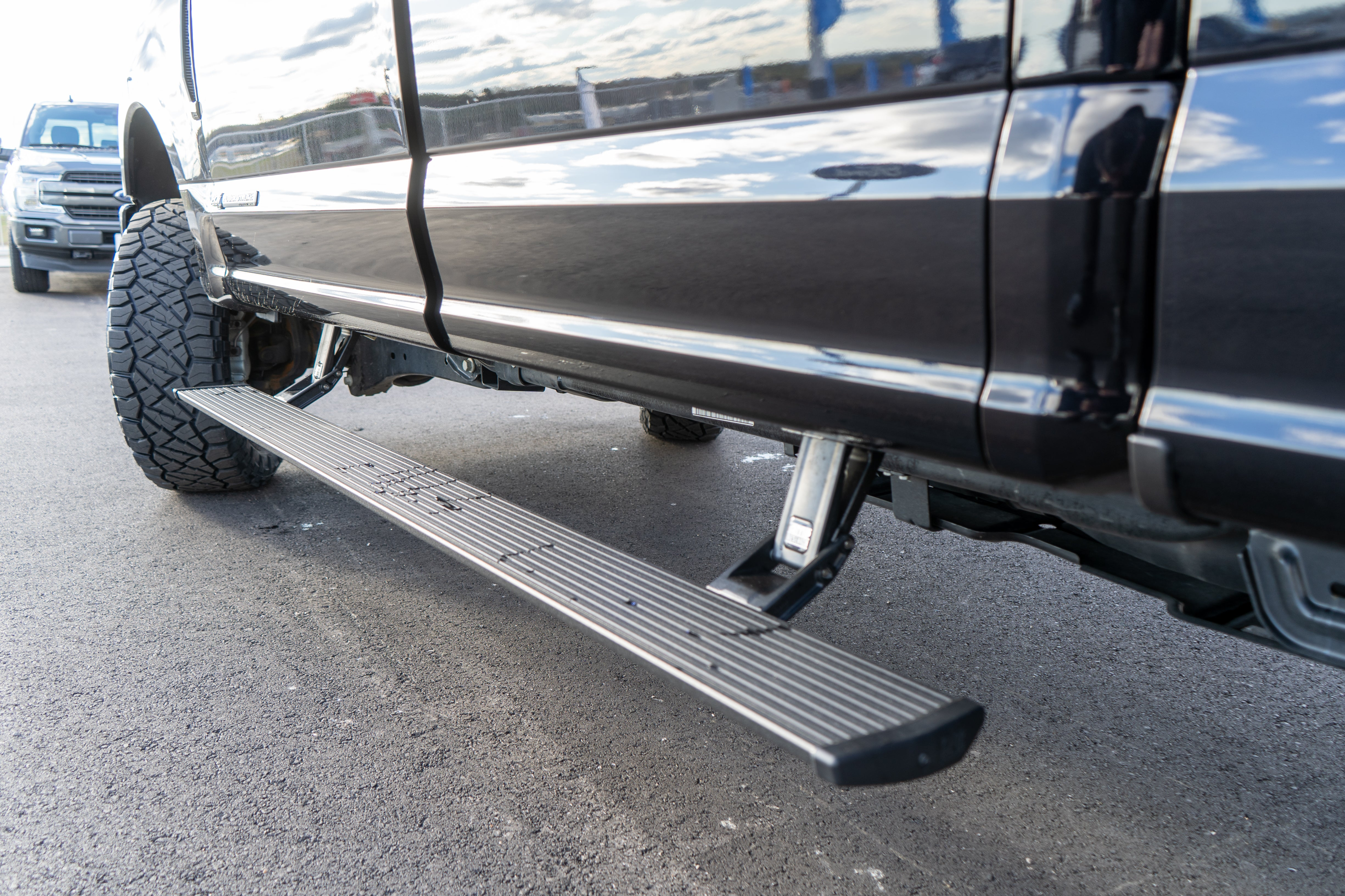 Amp Research Power Deployable Step for 2017-2019 Ford Superduty F-250 F-350 and F-450 - 76235-01A