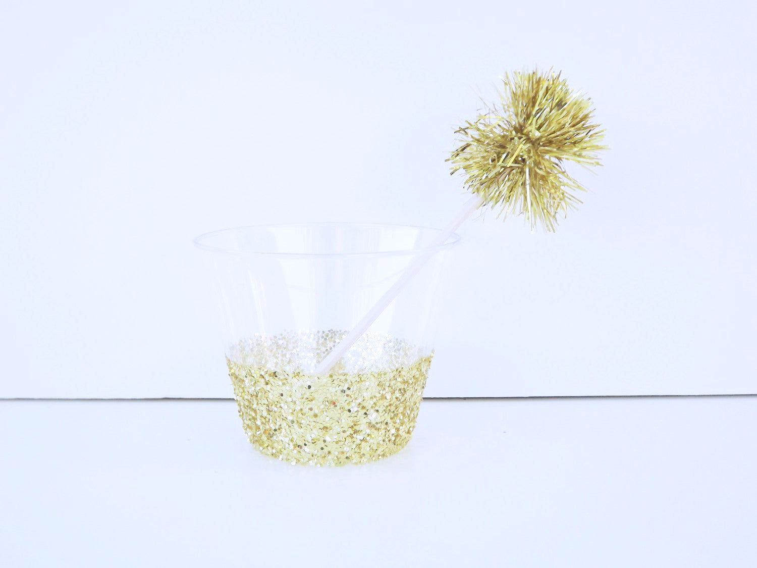 Gold glitter plastic cocktail cups