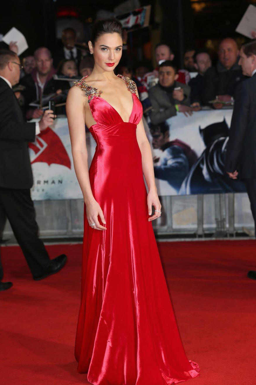 Gal-Gadot-Batman-Superman-Dawn-of-Justice-European-Premiere