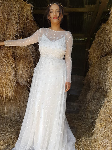 Sabina Motasem minimal wedding dress