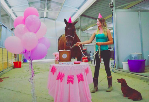 BirthNeigh™ Cake (Bday Banner, Candle, Balloon & Party Hat included)
