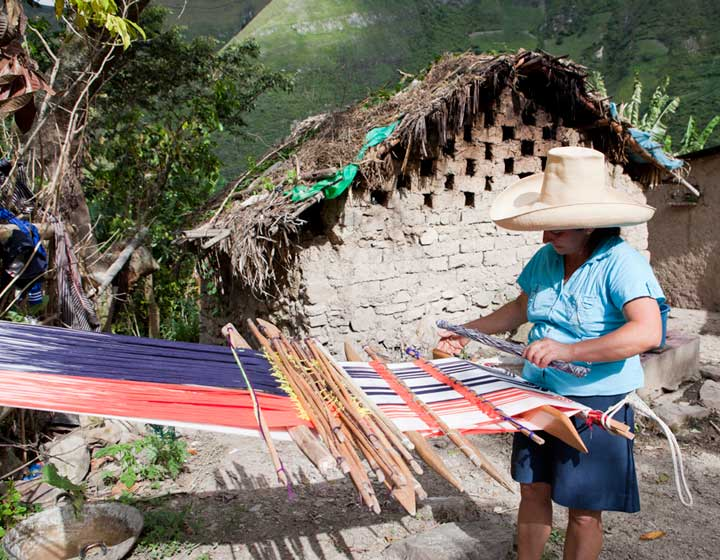 Backstrap Weaving: Pais Textil artisan from the Andean Regions