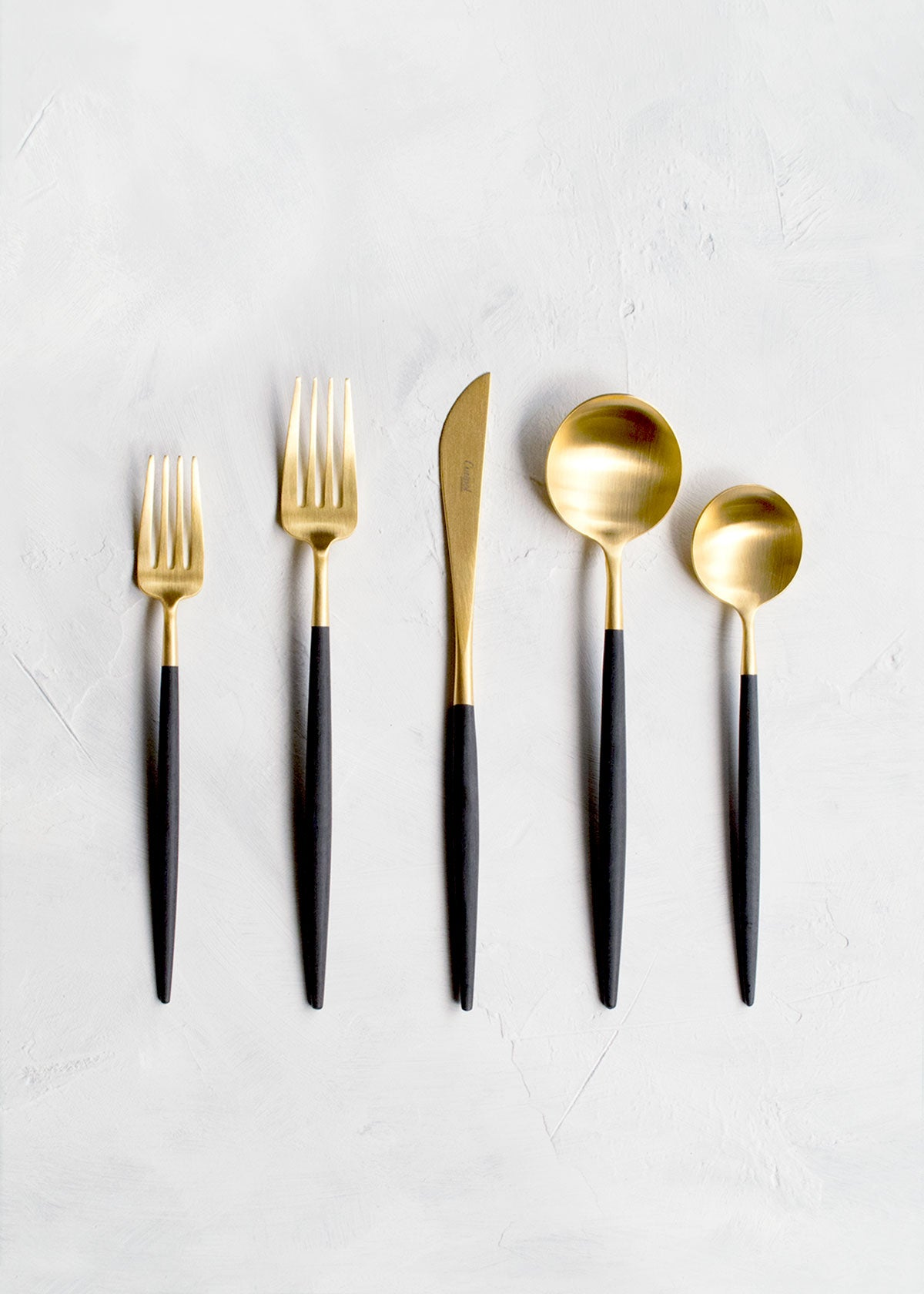 Cutipol Goa Flatware 5pc Set, Black & Gold