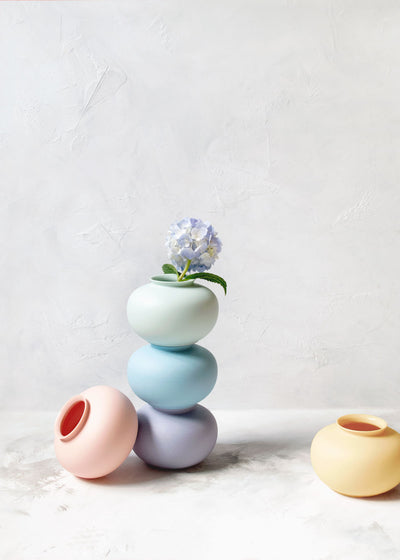 Middle Kingdom Porcelain Apple Mini Vase