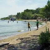 Best places to paddleboard in Toronto. Cherry Beach