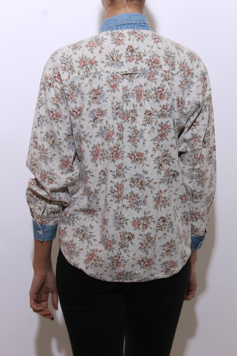vintage 1980's 80's button down shirt rose print cotton white floral pattern denim jeans collar M-L