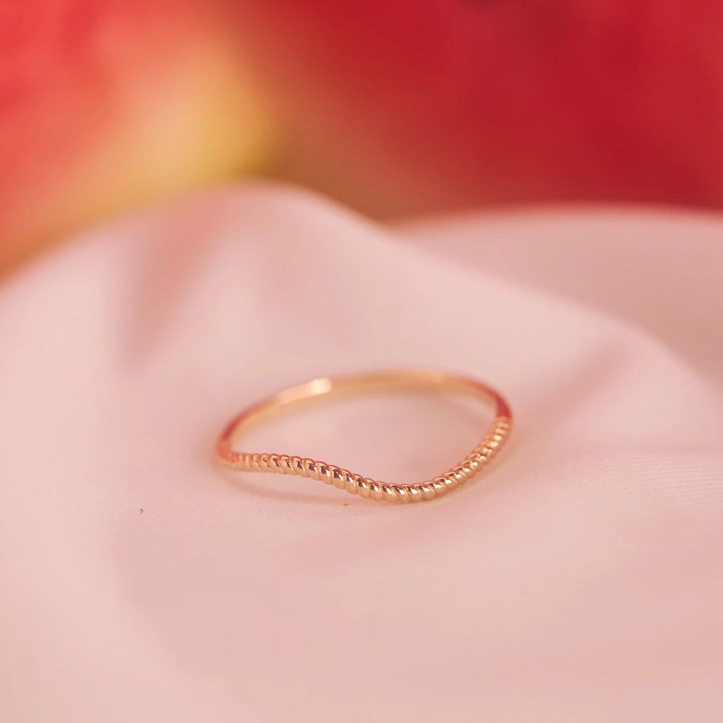 10k Solid Gold Twisted Wave Ring