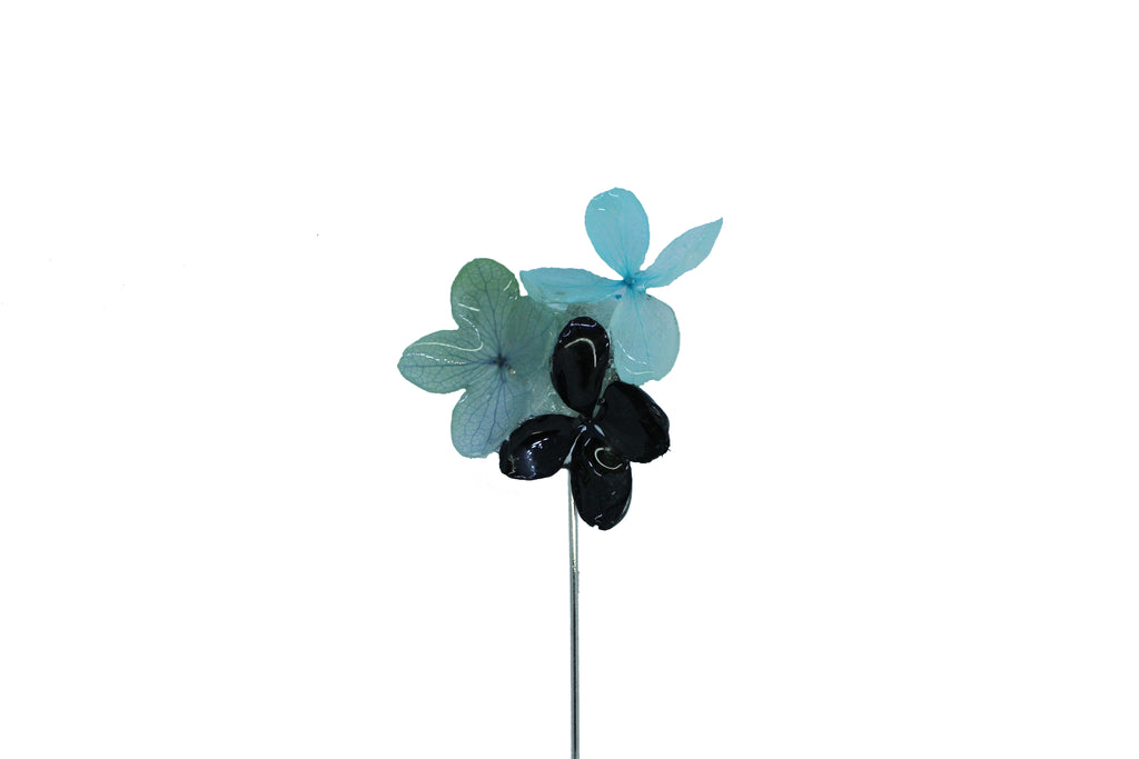 Abby Real Flower lapel pin (F/W 2017) Tiffany Blue, Blue with Black