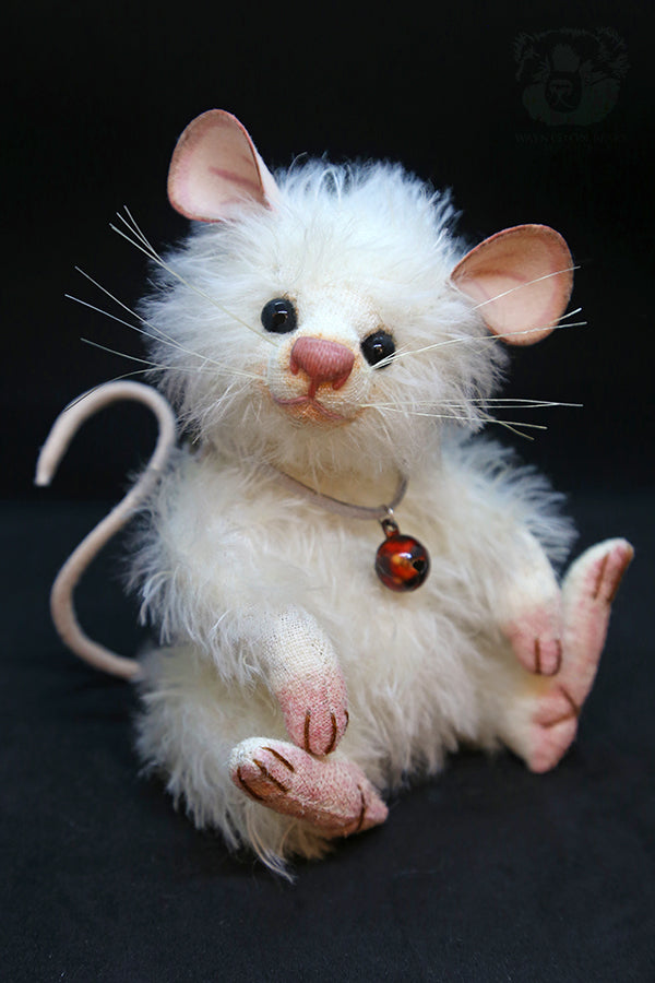 Artist Mouse, Buttermilk by Wayneston Bears