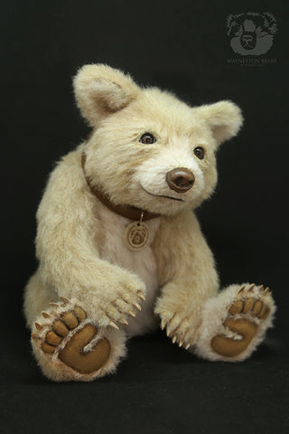 Artist Bear, Cappuccino by Wayneston Bears