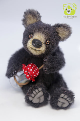 Artist Bear, Expresso by Wayneston Bears
