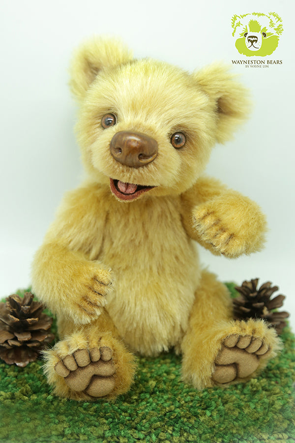 Artist Bear, Happy by Wayneston Bears
