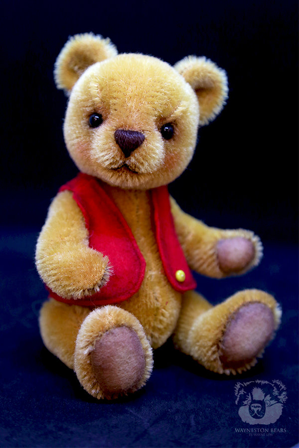 Artist Bear, Lemon Butter by Wayneston Bears