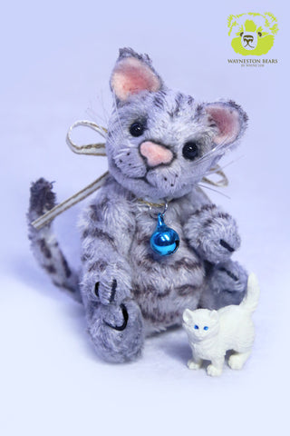 Artist Kitten, Miuku Mauku by Wayneston Bears