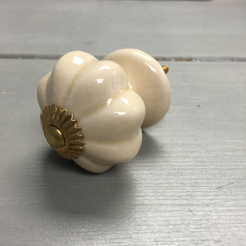Drawer knobs, classic cream melon