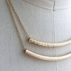 Double layer delicate curved bar necklace with contrast textures