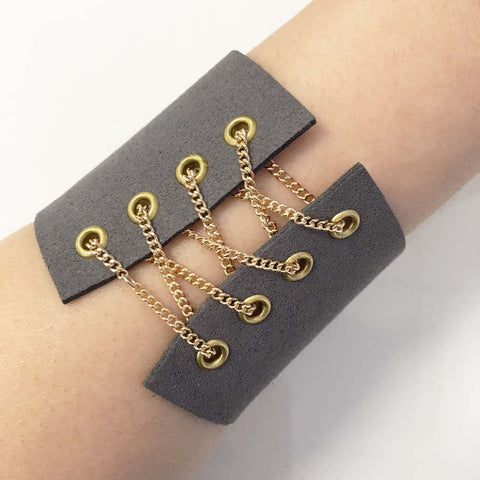 Corset suede bracelet with gold chain grey