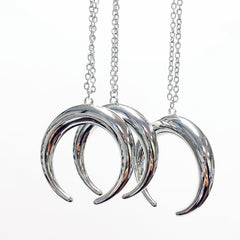 Silver U-horn pendant necklace with adjustable silver chain