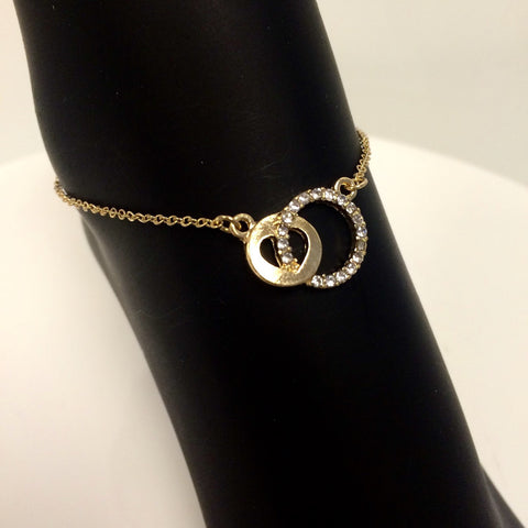 Pavé charm anklet with interlocking circles in gold plate