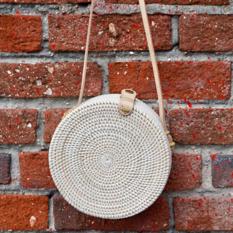 Jones Vacay Round Straw Crossbody in White