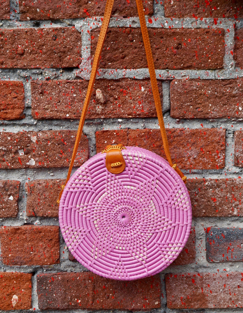 Jones Vacay Round Straw Crossbody in Pink