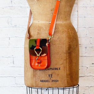 luther crossbody | camo orange