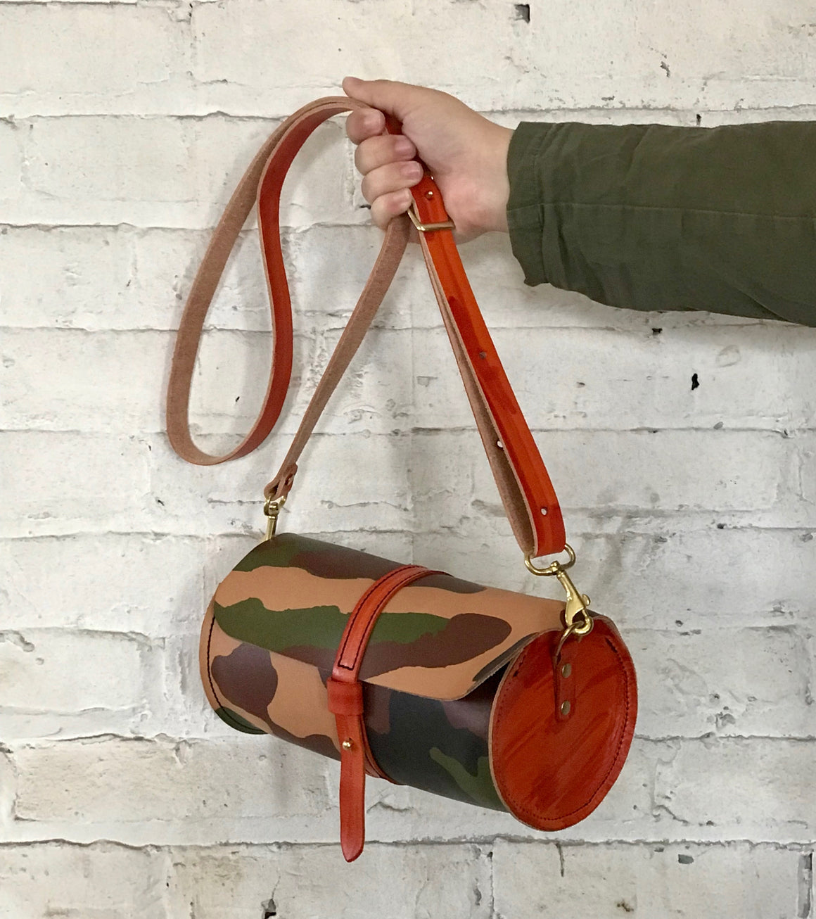 decker cylinder crossbody | camo