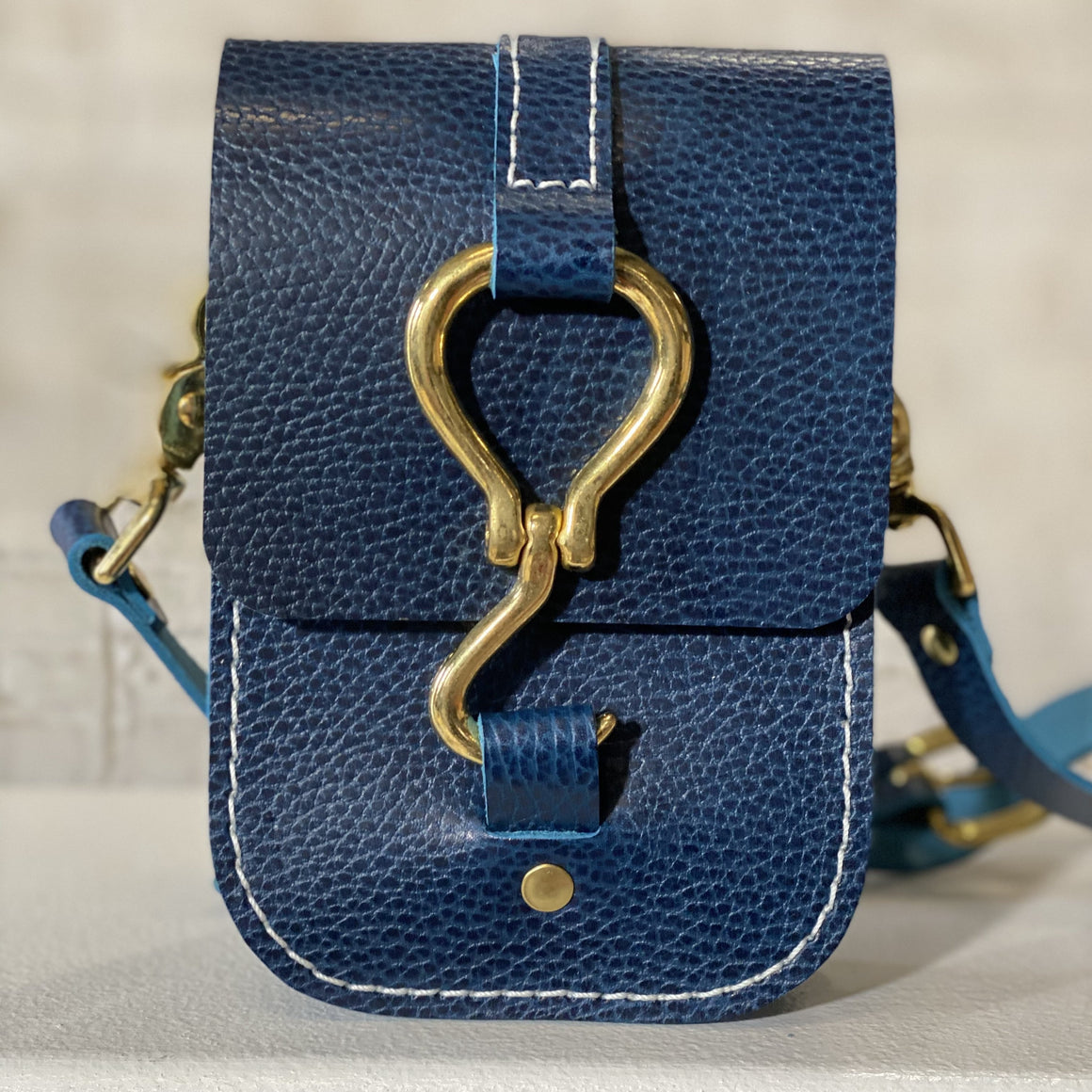 luther crossbody | navy pebble