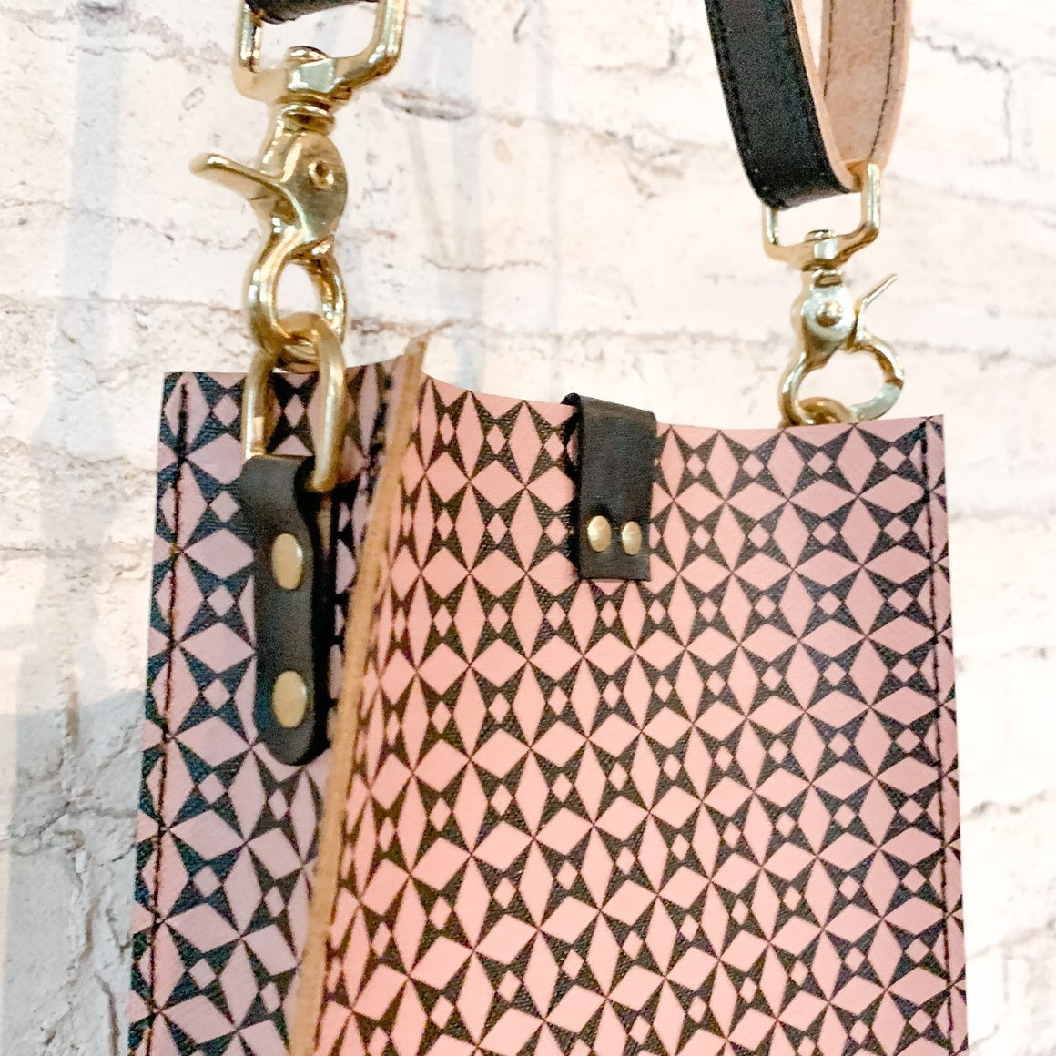 kennedy small crossbody | pink diamond pattern