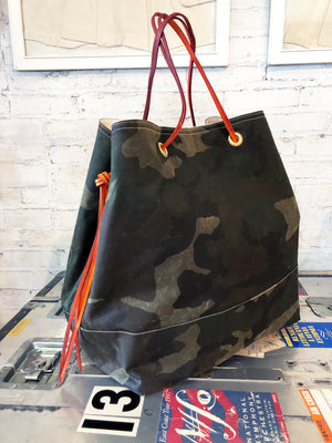 harry feed tote | camo/camo