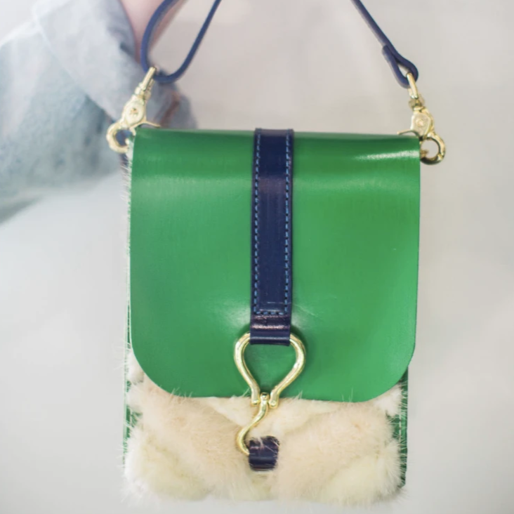 walker crossbody | green leather w/ white fur